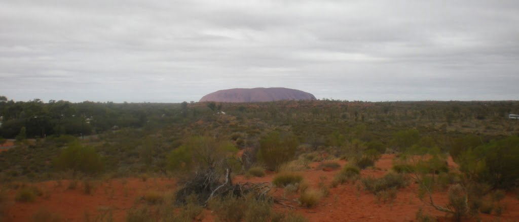 Uluru3 10 Reasons to Move to Australia